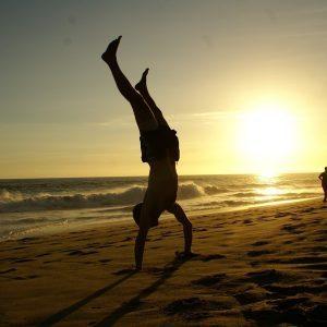 handstand-670829_960_720_cr